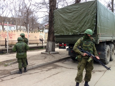 Unmarked soldiers in Crimea