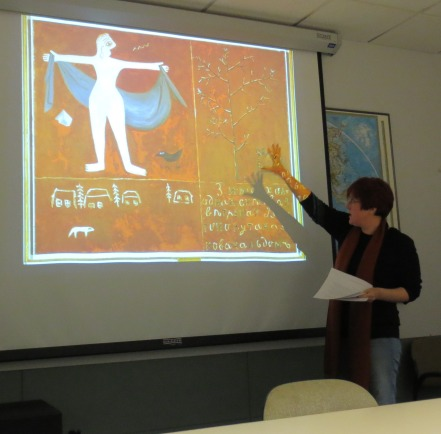 Nina Gourianova analyzing an avant-garde painting from the period